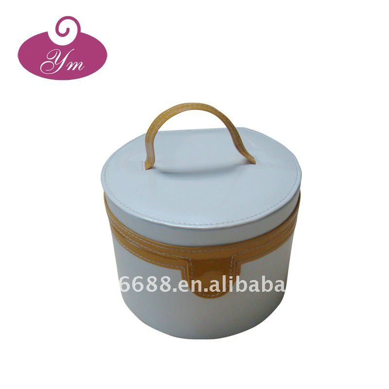 2012 spring style fashion white pu make up trolley case