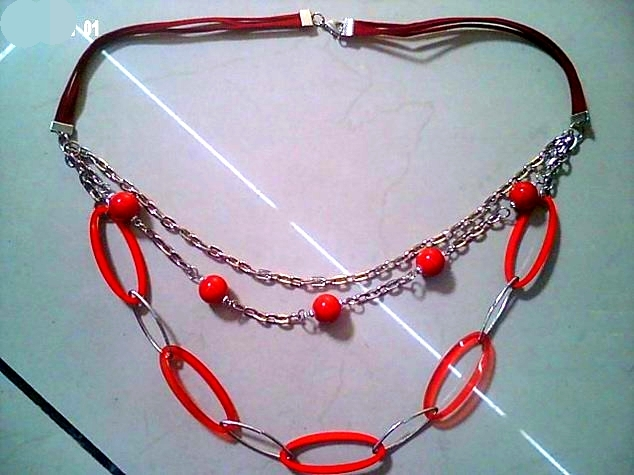 Red plastic plate + chain clothing accessories Short pop necklace jewelry