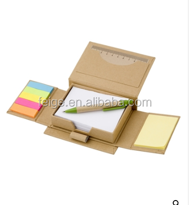 Sticky notes met bal pen en heerser