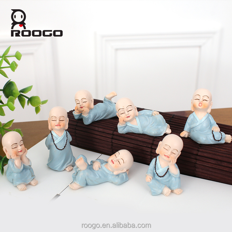 Roogo resin crafts different shape gnome little monk religious buddha statue desk garden sculpture decor