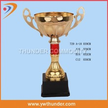 Designer hot-sale soaring young eagle metal trophy 2015