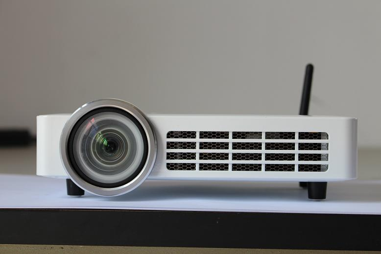 Android/wifi/bluetooth Ultra short throw HTP DLP100 projector ANSI 800 lumens