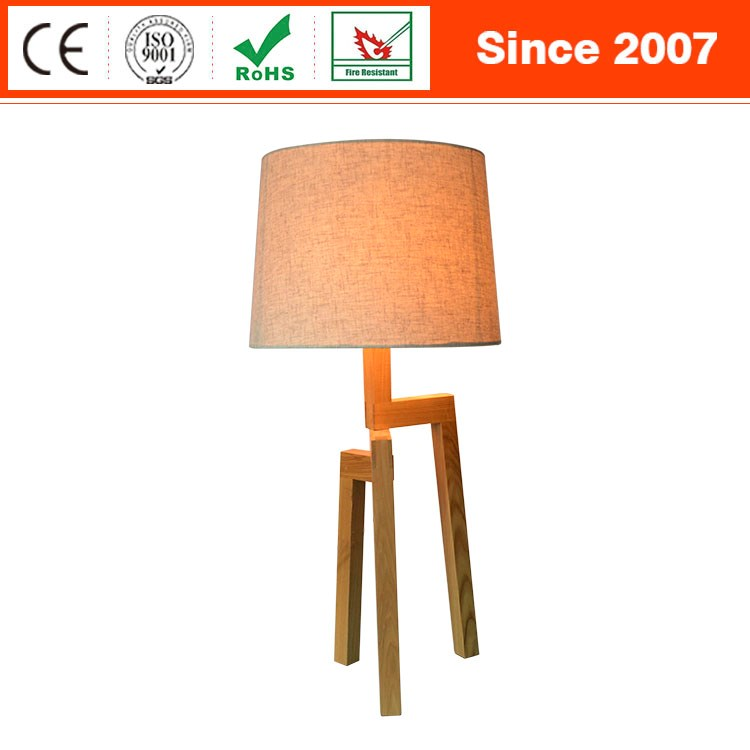 Italy style solid wood tripod reading room table lamp