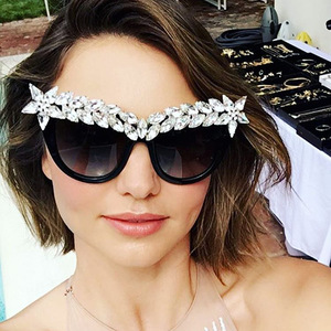 97258 New Fashion Luxury Rhinestones Hand Made Cat Eye Women Sunglasses Sexy Sweet Acryl Diamond Decoration Glasses Wear