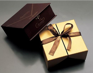 custom printed cardboard chocolate flap box wiht ribbon