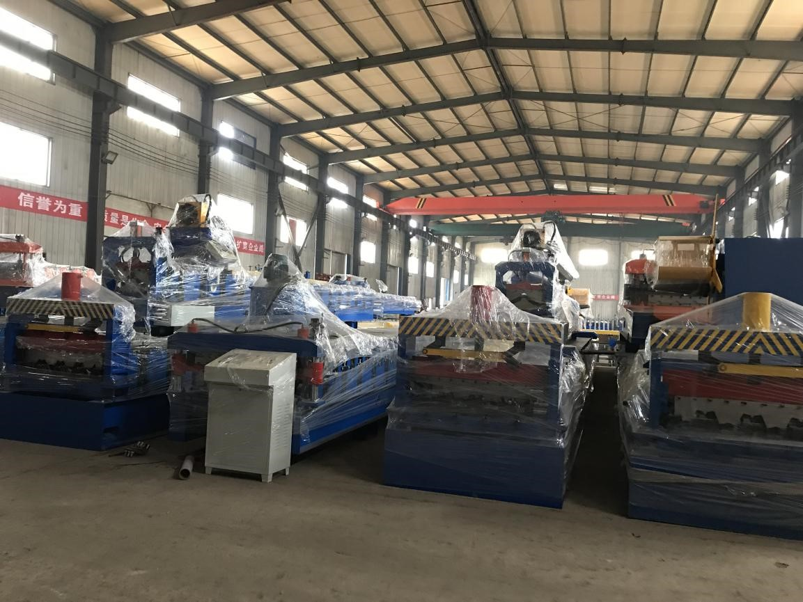 10% discount 850 model corrugated metal roof sheet roll forming machine in stock