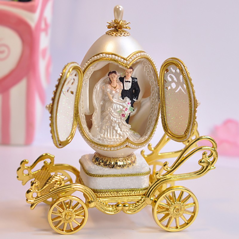 Expensive Wedding Gifts: Beautiful Egg Carving Wedding Favors Gifts