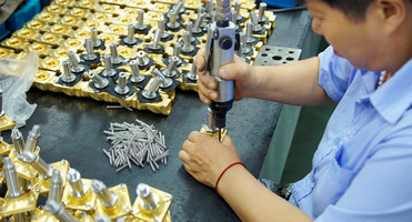 科威纳电磁阀门生产线.jpg