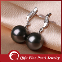 18K white gold diamond fashion dangling black tahiti pearl earrings