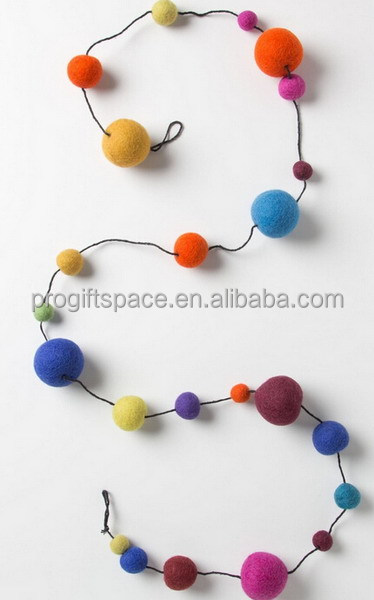 2017 New fashion item hotsale China product fabric rainbow color wool decoration wholesale felt Christmas ornament ball garlands