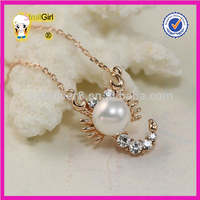 Creative 925 sterling silver necklace zircon setting with big pearl shine scorpion shape gold pendant necklace