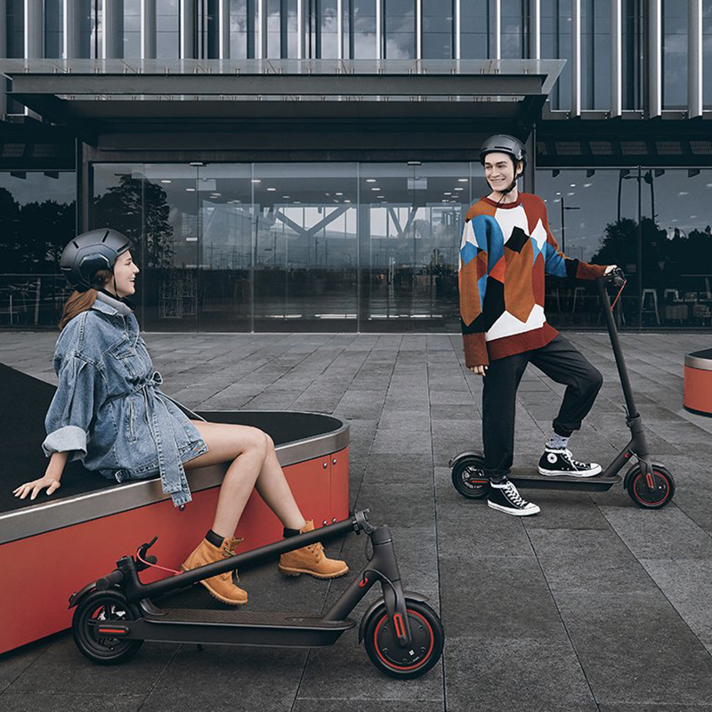 2020 iEZway China Factory New Product Smart 300w 8.5inch kick electric scooter