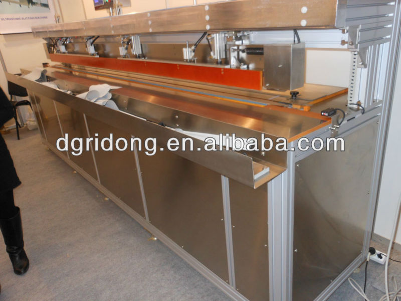 Automatic welding machiner for roller blinds