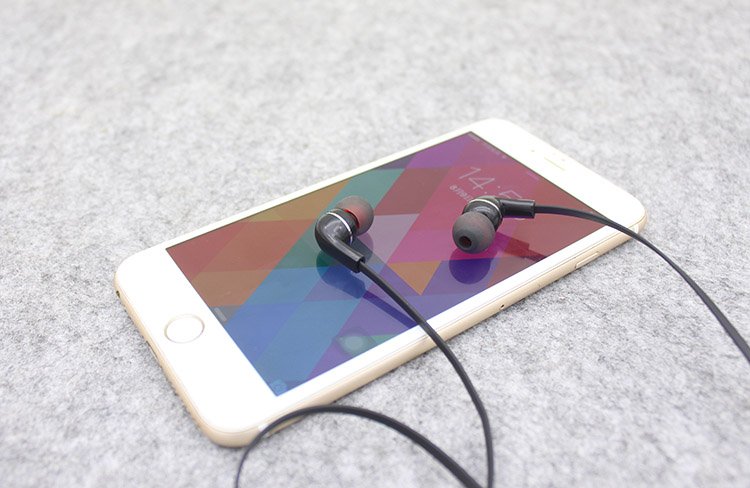 Dongguan earphones cheapest bluetooth earphones with white/black color