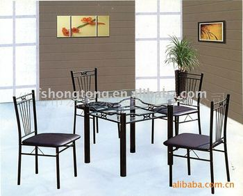 Kaca Meja Makan Dengan Kursi Hitam Putih