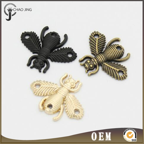 fashion Style high quality zinc alloy bee shape custom metal clothing labels