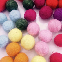 Alibaba China supplier wholesale 5cm Christmas crafts wool ball for rugs