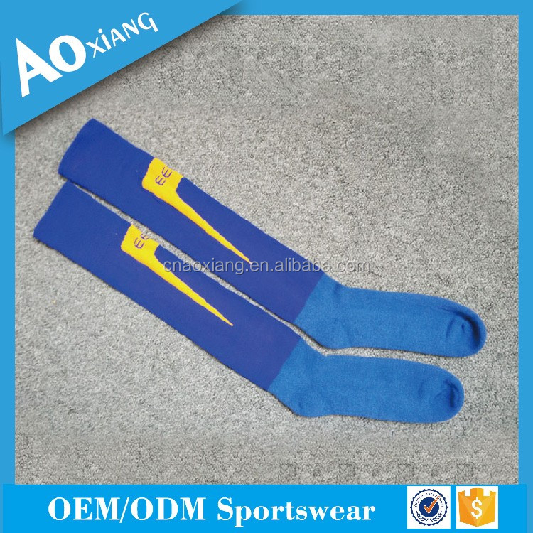 2017 New arrived custom team cheap deodorant sport soccer socks with club logo