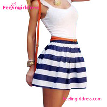 Vestido azul de rayas blancas