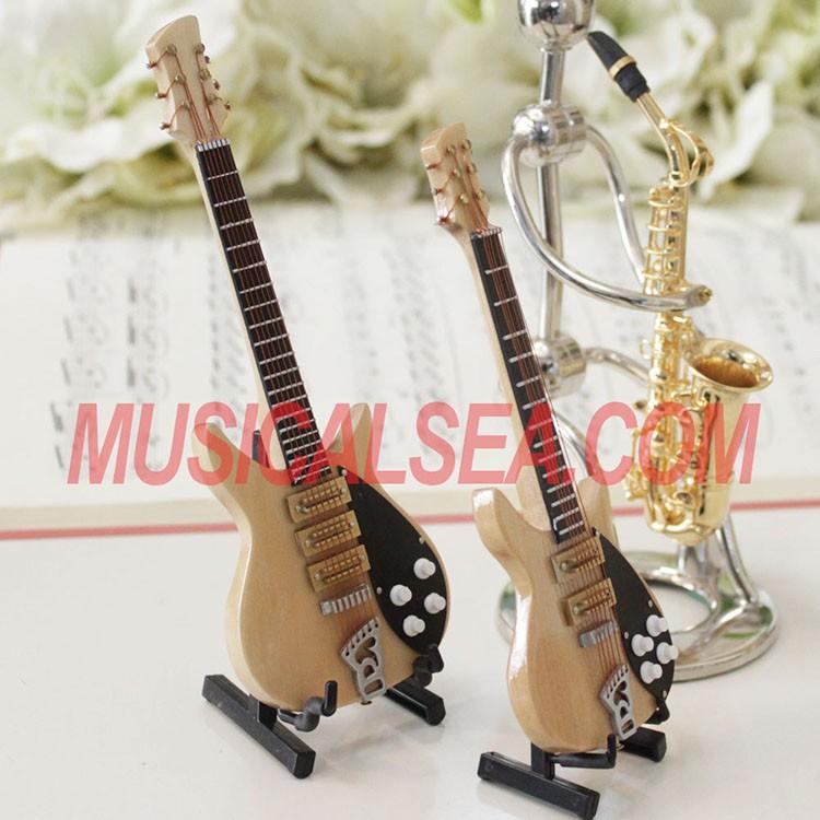 chaude miniature Électrique guitare et en bois décoration