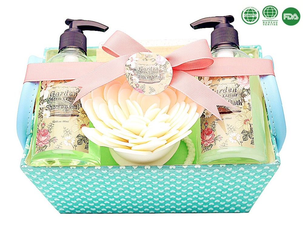 Beauty design hot sell bath gift set shower gel bubble bath wooden brush flower sponge