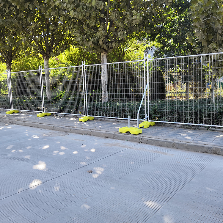 Welded temporary fence3.jpg