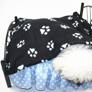 Hot Selling Pet Dog Cat Paw Printed Fleece Cozy Couture Blanket Mat Lovely Design Pet Clothing