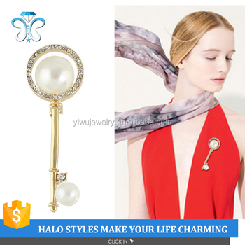 P53-018 gold plated elegant pearl and rhinestone key brooch pins