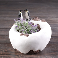 High Quality Resin Antarctic Brae Plant Bowl Flower Pot with Penguins for Home Decor