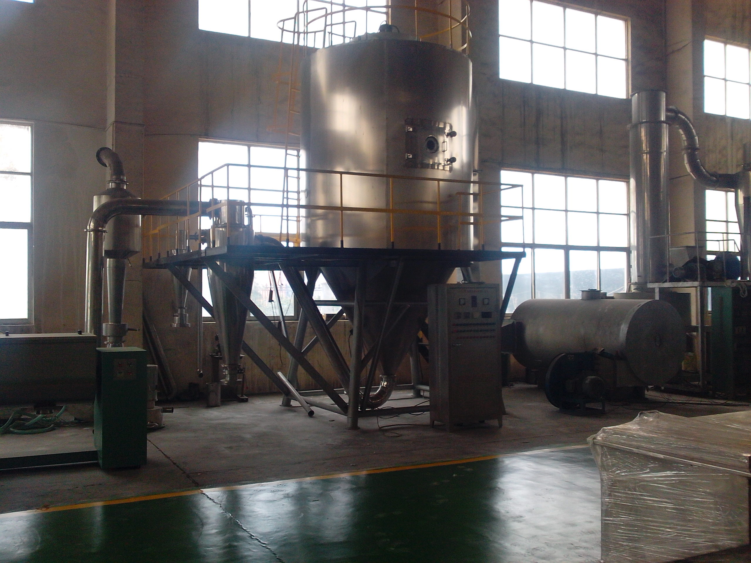 Natural coffee spray drying machine with machine arms