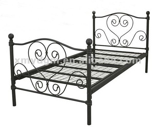 Antique reproduction bed in wrought iron ML-031