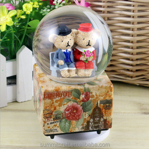 Resin bear couple antique musical snow globes with blowing snow