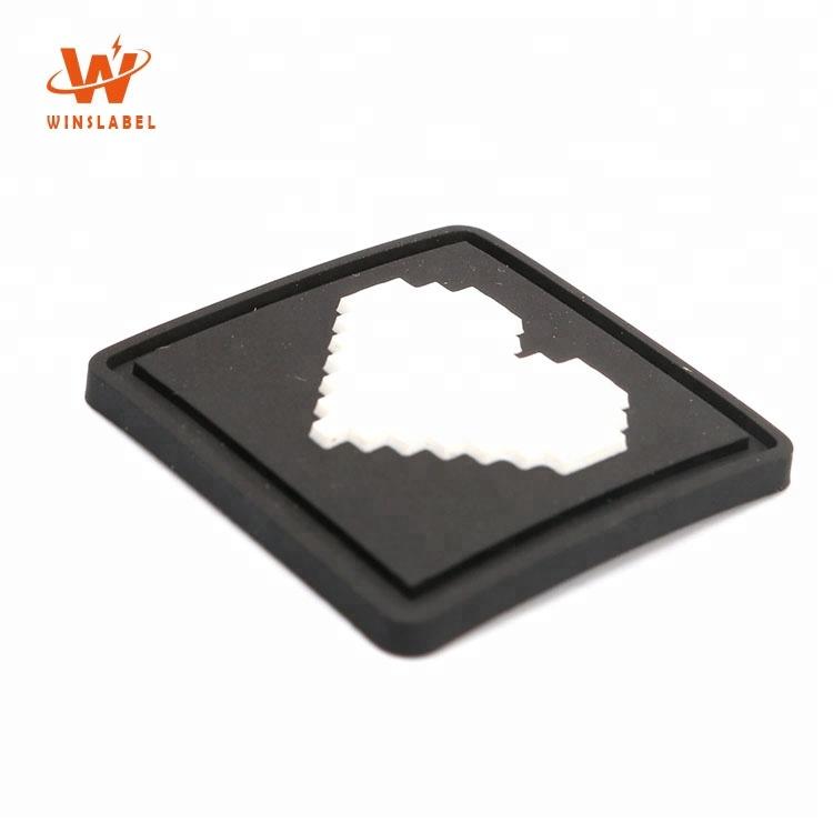 Bottom Preis Top Level Umweltfreundliche 3D Weiche PVC Patches mit Marke Herz Logos Gestanzte Kleidung Etiketten