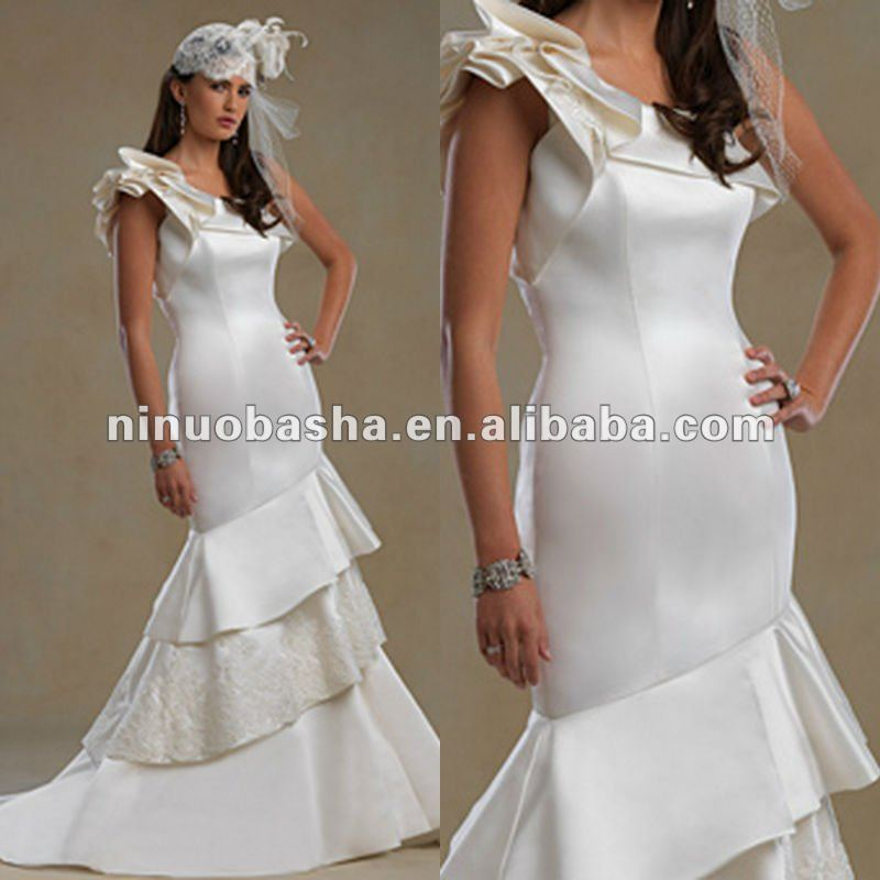 One shoulder ruffle sleeve with three tiered angular wedding dress