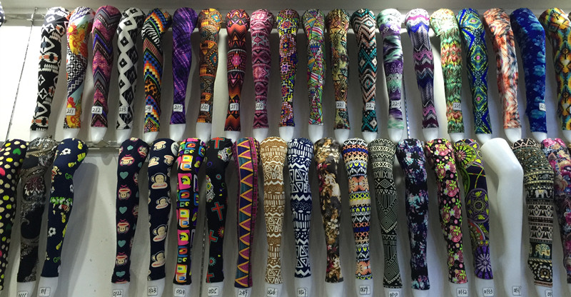 Toptan yüksek bel siyah renk Paisley çiçek baskılar tereyağı yumuşak 92 Polyester 8 Spandex moda tozluk kadınlar için