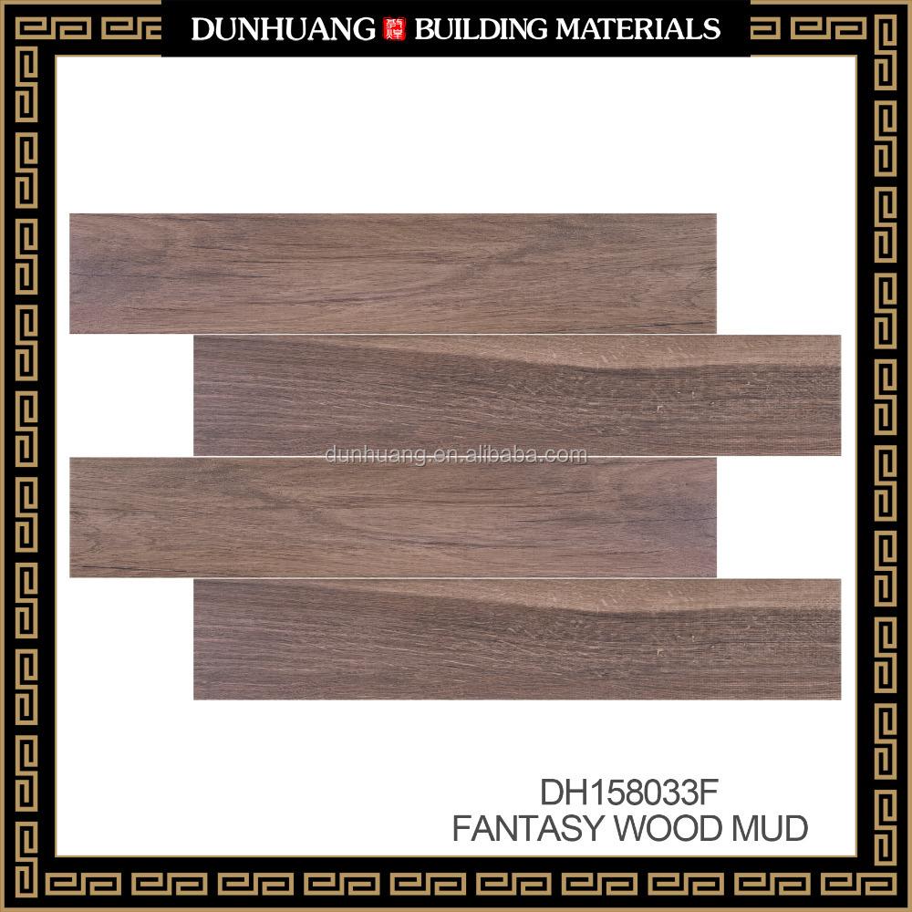 piso de baldosas de cermica con apariencia de madera de diseo