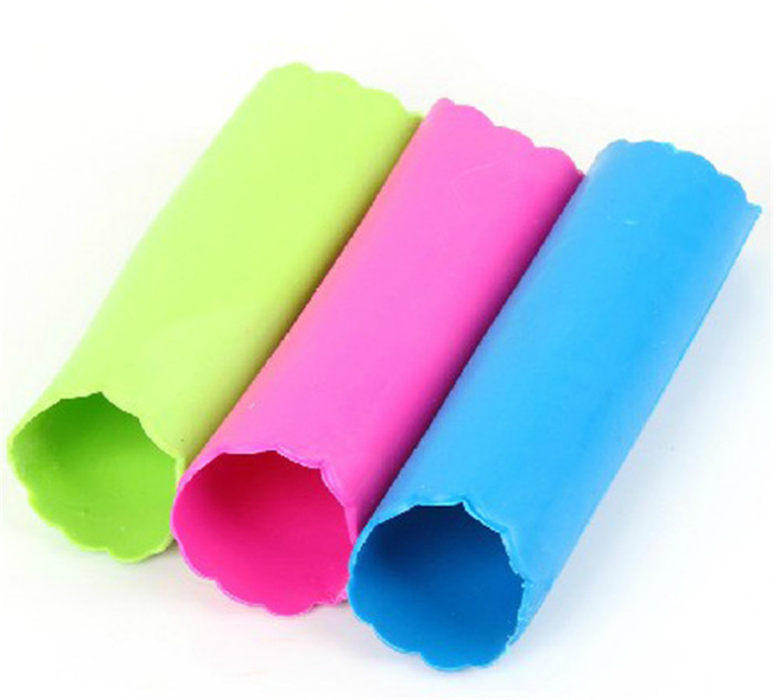 New Magic Peeled Garlic Silicone Garlic Peeler Peel Barrel Peeling Easy Kitchen Tool Random Color