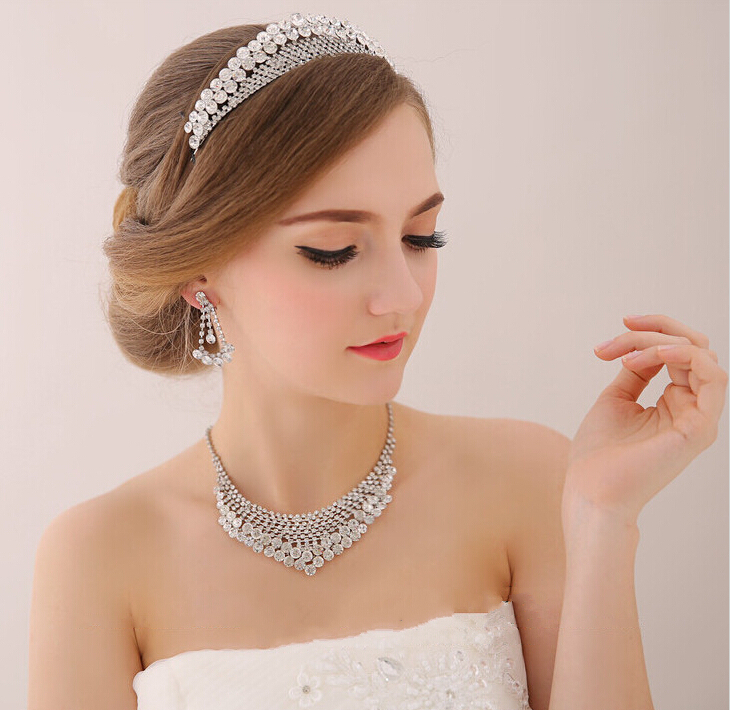 Wedding Hairstyle With Crown: Stylish Wedding Hair Crown For A Queen Hairstyle On Your