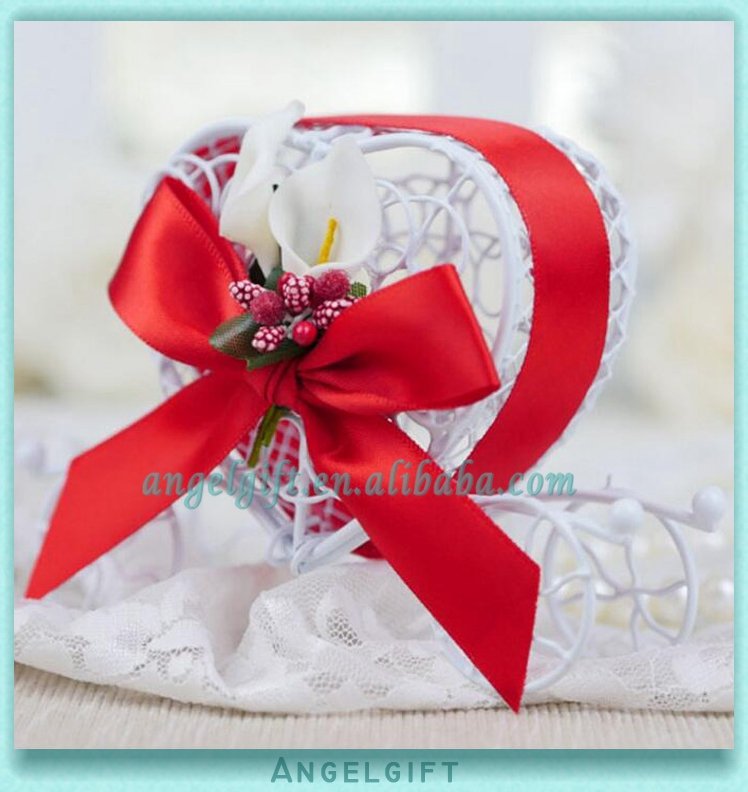 Wedding Favors Heart Red Ribbon Red Butterfly Knot White Flower Metal Carriage Chocolate Box