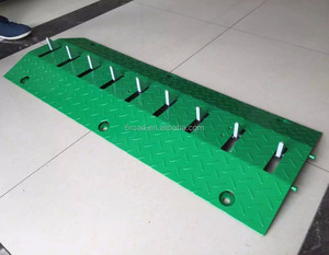 OEM ODM green yellow color Traffic Spikes