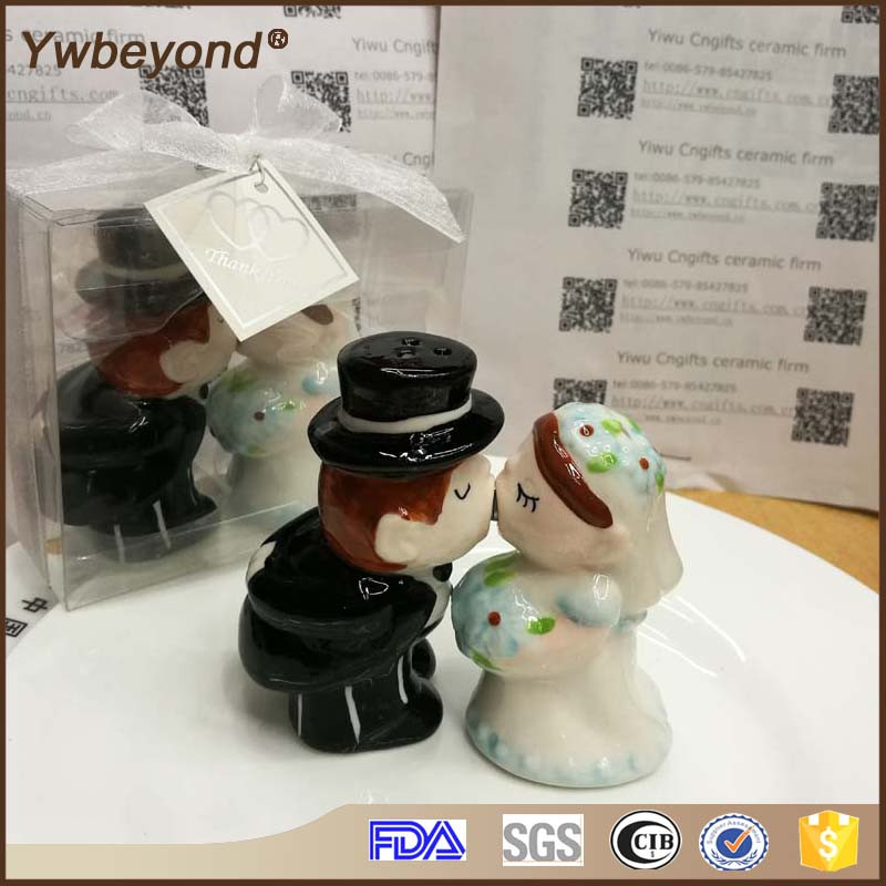 Free ship Westland Giftware Arabic Wedding Door Gift Magnetic Kissing Bride and Groom Salt Pepper Shaker Cake Topper