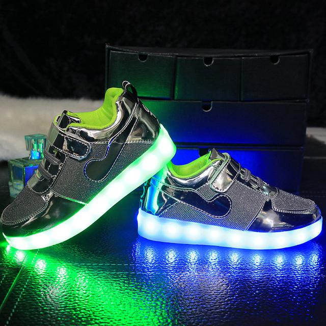 4cc9e580e200 USB Зарядки Детей Повседневная Обувь Мода Мальчики Девочки Спортивная Обувь  Детские Светодиодные Светящиеся Кроссовки Flasher Детские