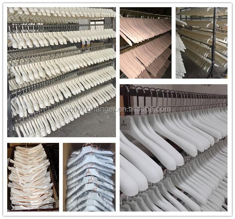 Commercio all'ingrosso di plastica abbigliamento suit coat appendini con logo