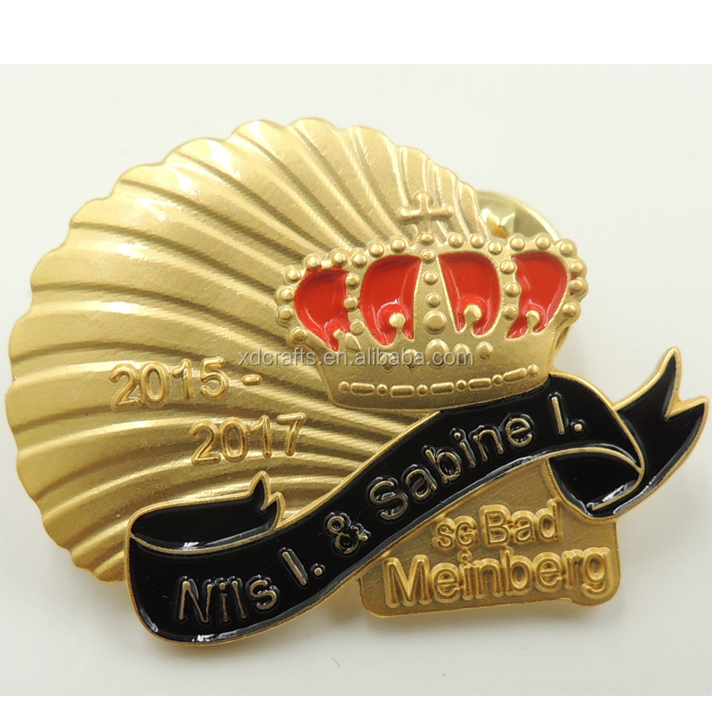BSCI wholesale factory price shell style logo badge with matt gold