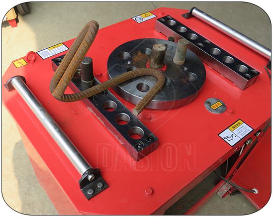 China 40mm schmiedeeisen spiral stahl bar bender automatische rebar biege maschine