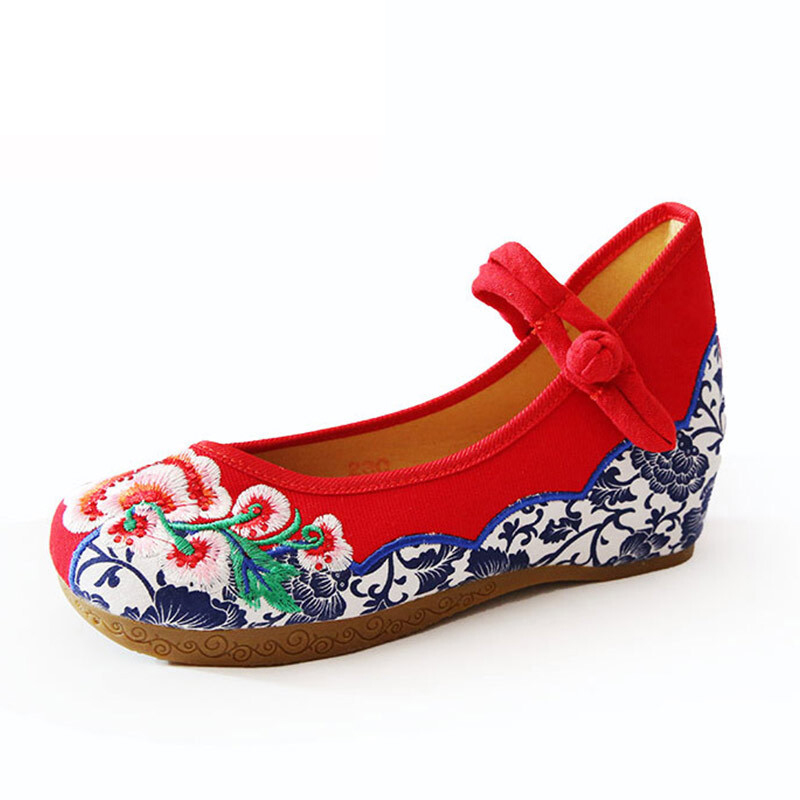 The best selling Chinese style fashion cloth ladies shoes