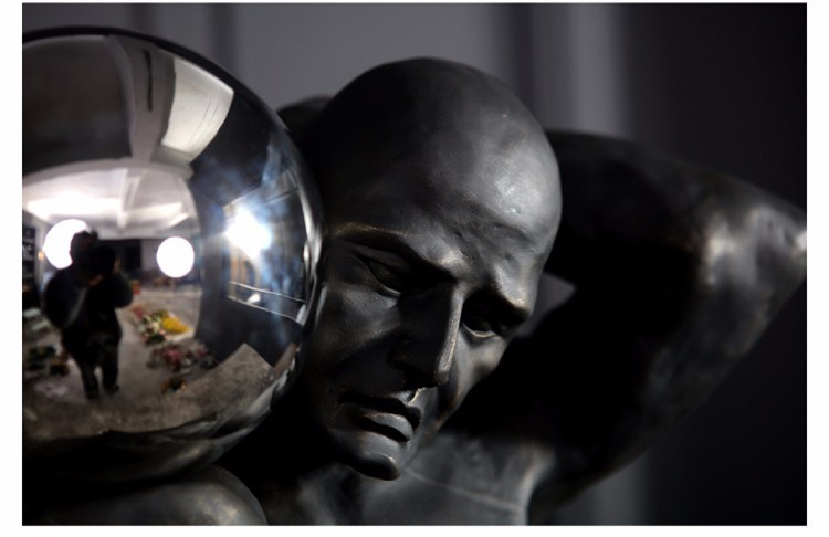Modern interior decoration abstract black man statue home decor male sculpture iron man figure