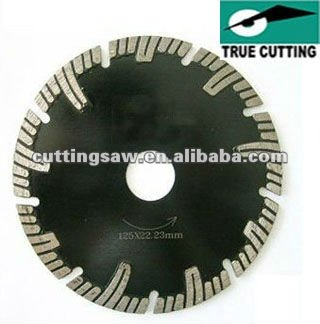 Hot-press diamond saw blade with protected segment