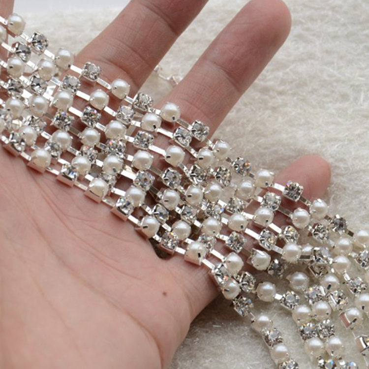 Guangzhou factory cheap price rhinestones and pearls loose cup chain trimming for clothing