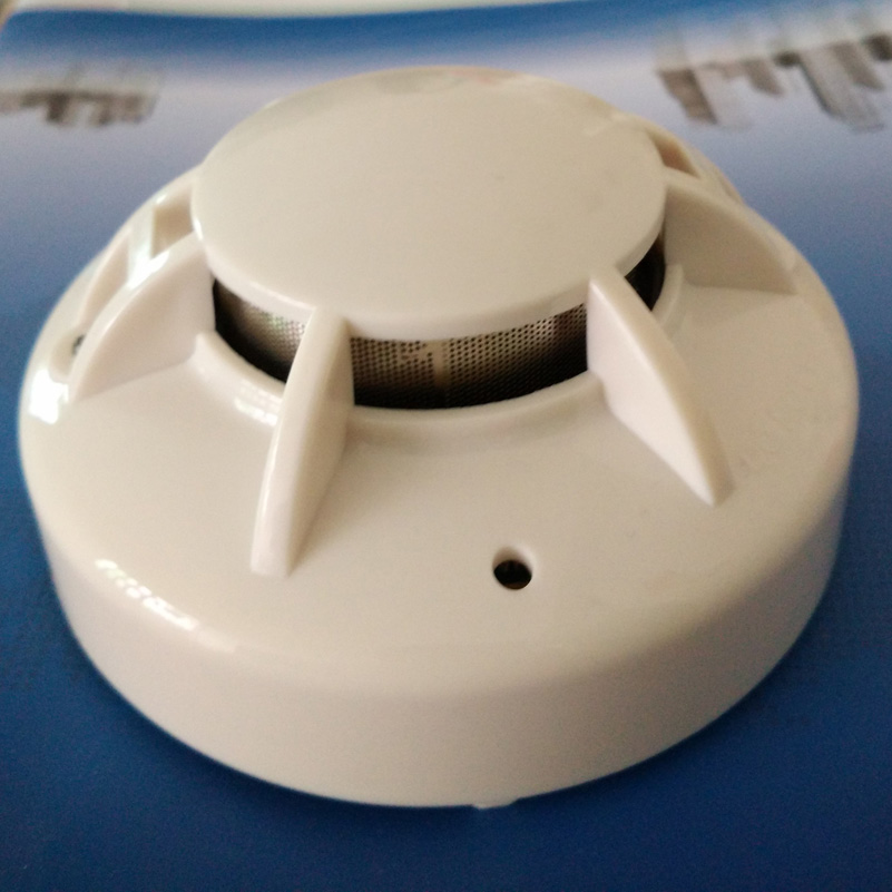 Hard wired smoke detector firm alarm with relay output